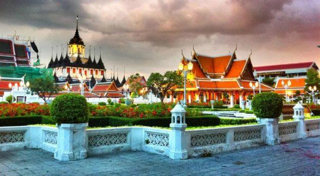 Bangkok city of contrasts
